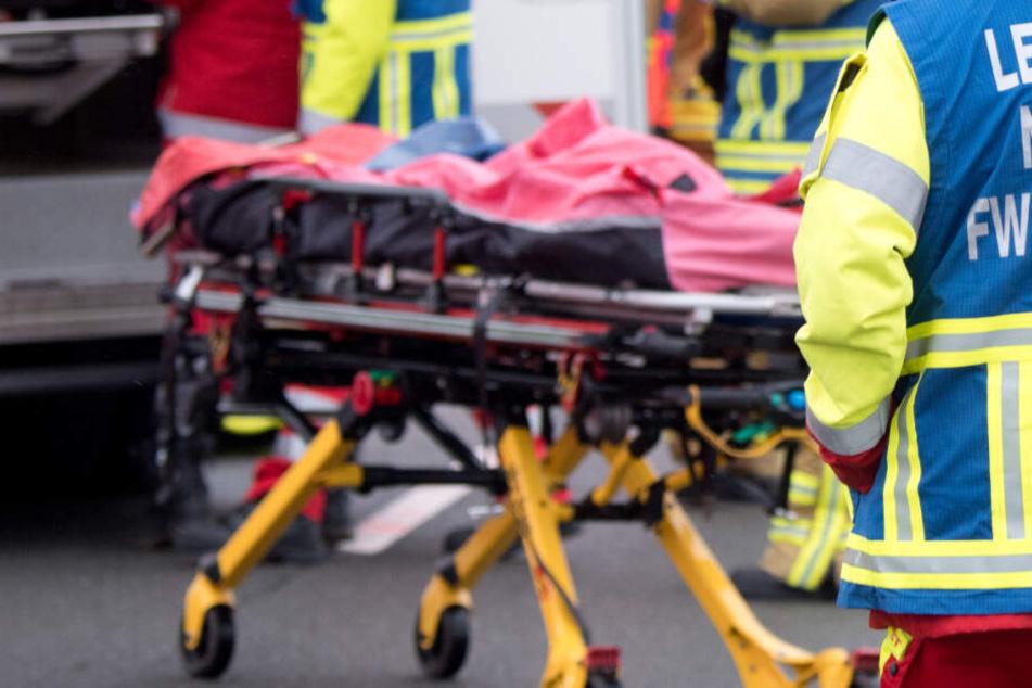 Bei einem Unfall auf der B12 ist ein Fahranfänger ums Leben gekommen. (Symbolbild)
