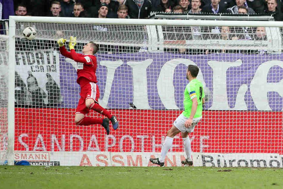 Tor für den Vfl Osnabrück: Konstantin Engel (nicht im Bild) erzielt per Kopf den Treffer zum 3:0.