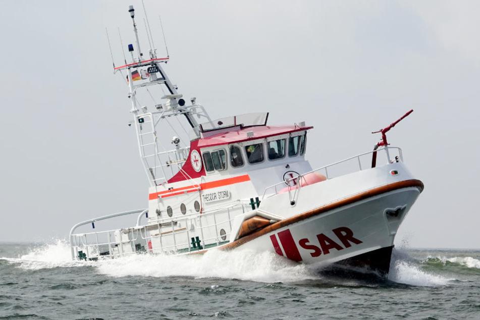 Segelboot vor Helgoland in Seenot: Vater und Sohn funken SOS