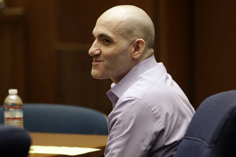 Michael Gargiulo (im August) lächelt als sein Anwalt während seines Prozesses die Schlussargumente präsentiert.