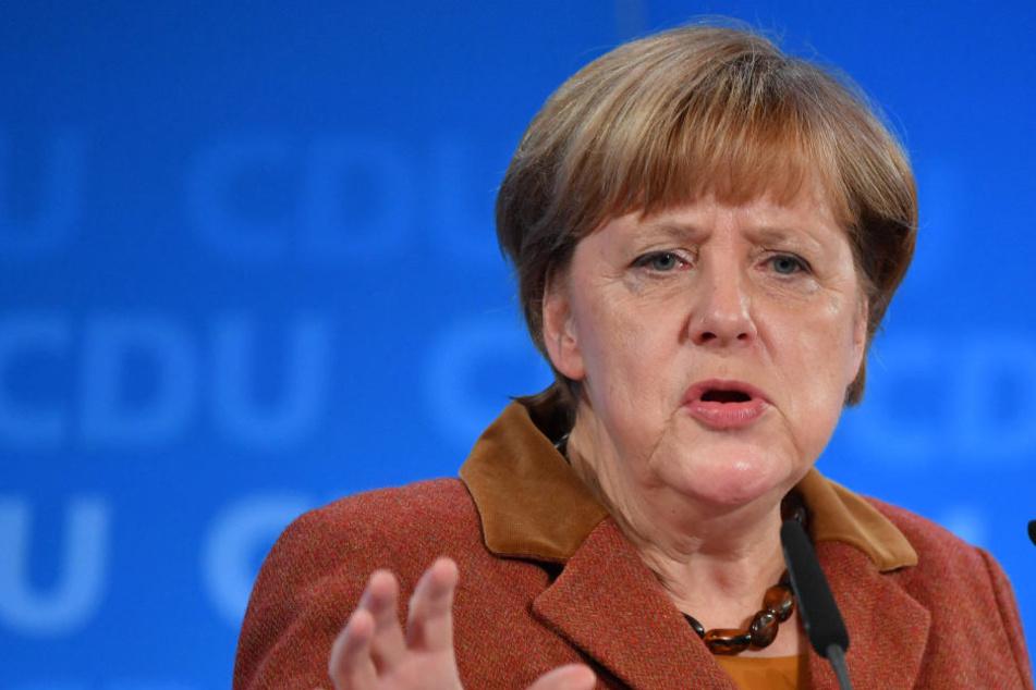"""Harte Worte für Merkel (62, CDU): """"Treten sie zurück als Kanzlerin und als CDU-Chefin!"""""""