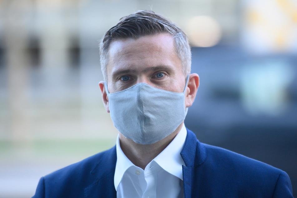 Martin Dulig (46, SPD), Wirtschaftsminister von Sachsen, kritisiert die AFD. Sie trage eine Mitschuld bei den Maskenverweigerern und hohen Infektionszahlen im Freistaat.