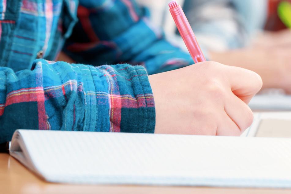 Wegen Corona: Abschlussprüfungen für Real- und Hauptschulen in Hessen werden verschoben