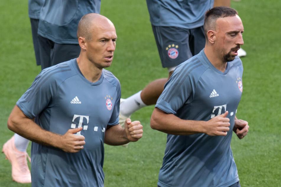 Arjen Robben (l) und Franck Ribery beim Training: Beide werden den FC Bayern verlassen. (Archivbild)