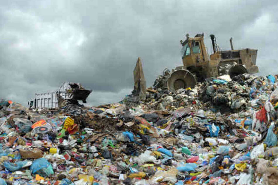 Schrecklich! Ein vermisstes Mädchen ist auf einer Mülldeponie im Norden Indiens tot entdeckt worden.