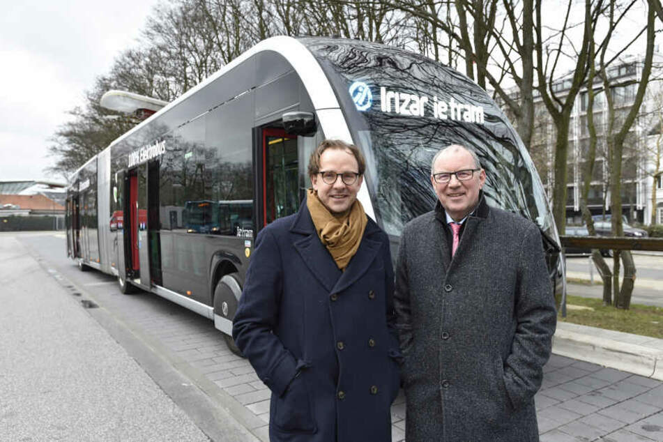 Henrik Falk (links), Vorstandsvorsitzenbder der Hochbahn und Klaus Kubica, Head of Transportation Ferrostahl Equipment Solutions GmbH.