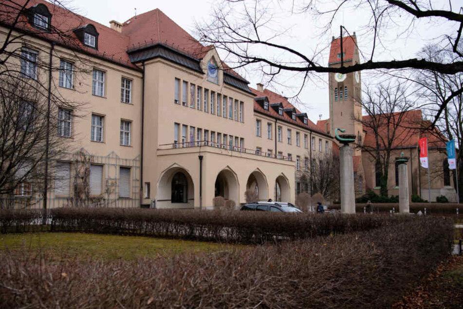 Der Haupteingang des Klinikums Schwabing.