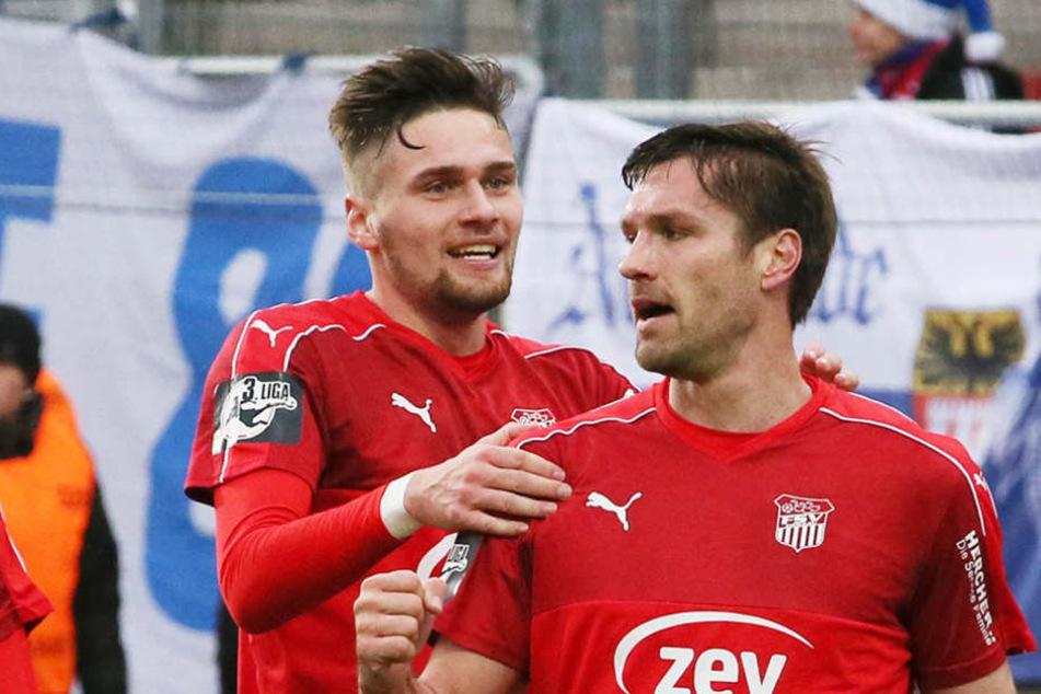 """Jonas Nietfeld (l.) und Ronny König sind laut Trainer die zwei """"Ochsen"""" in der Mannschaft."""