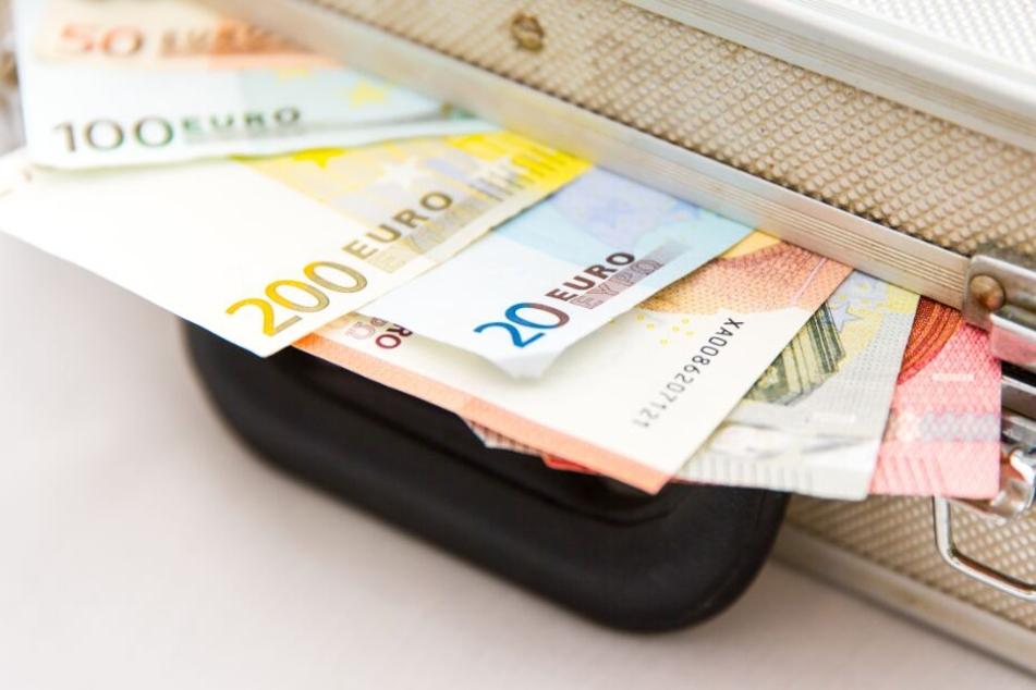 Waschpulver und Babynahrung statt 115.000 Euro im Geldkoffer: Prozess gegen Angestellte geht weiter