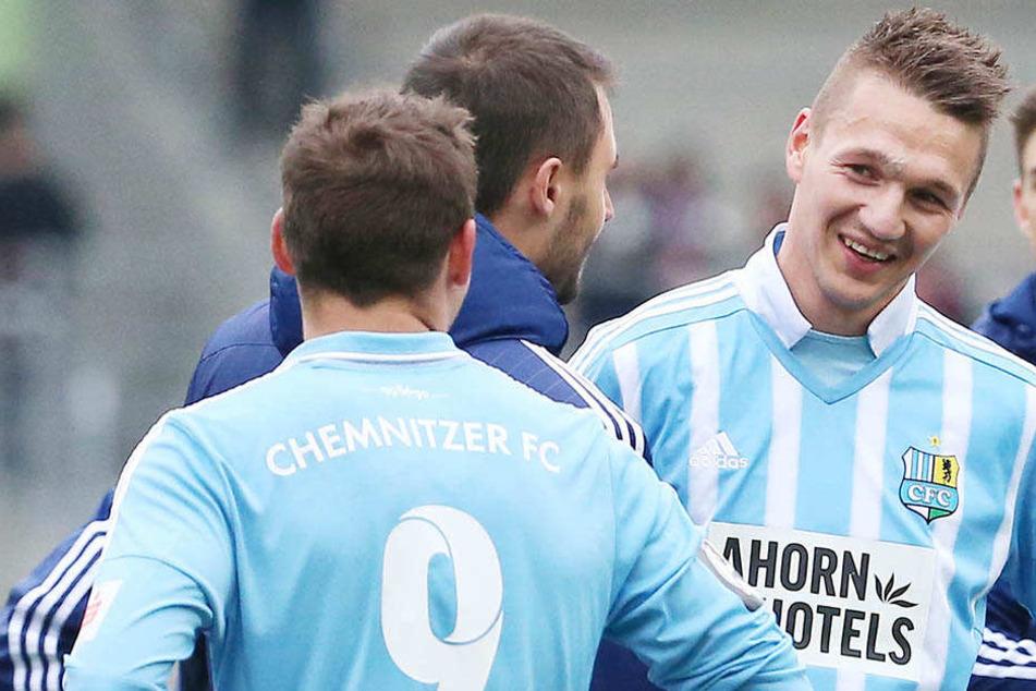 Daniel Frahn (rechts) hat wieder gut Lachen, weil er seine Durststrecke beenden konnte.