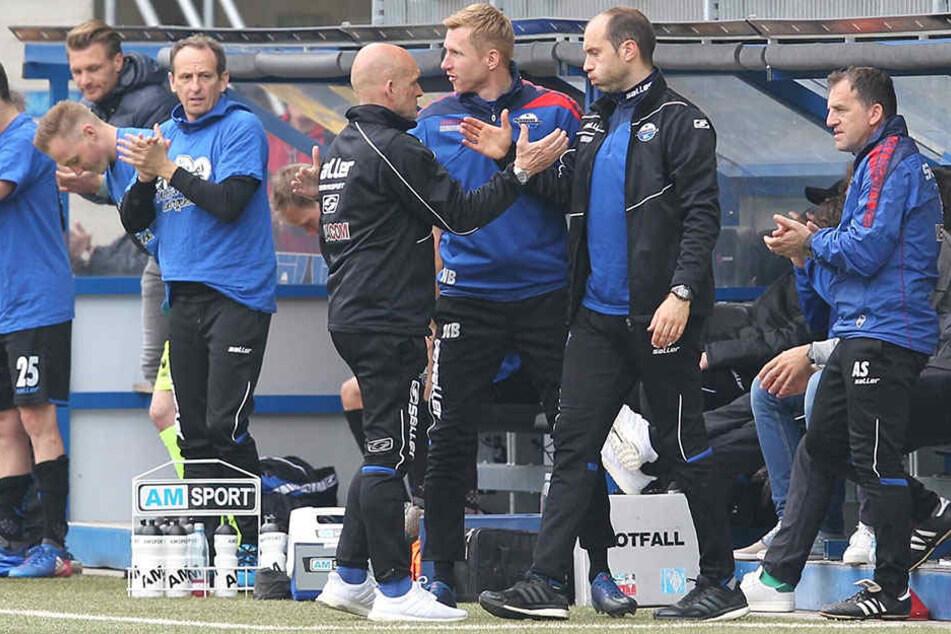 SCP-Trainer Stefan Emmerling und sein Co, Daniel Scherning, können sich über drei Punkte freuen.