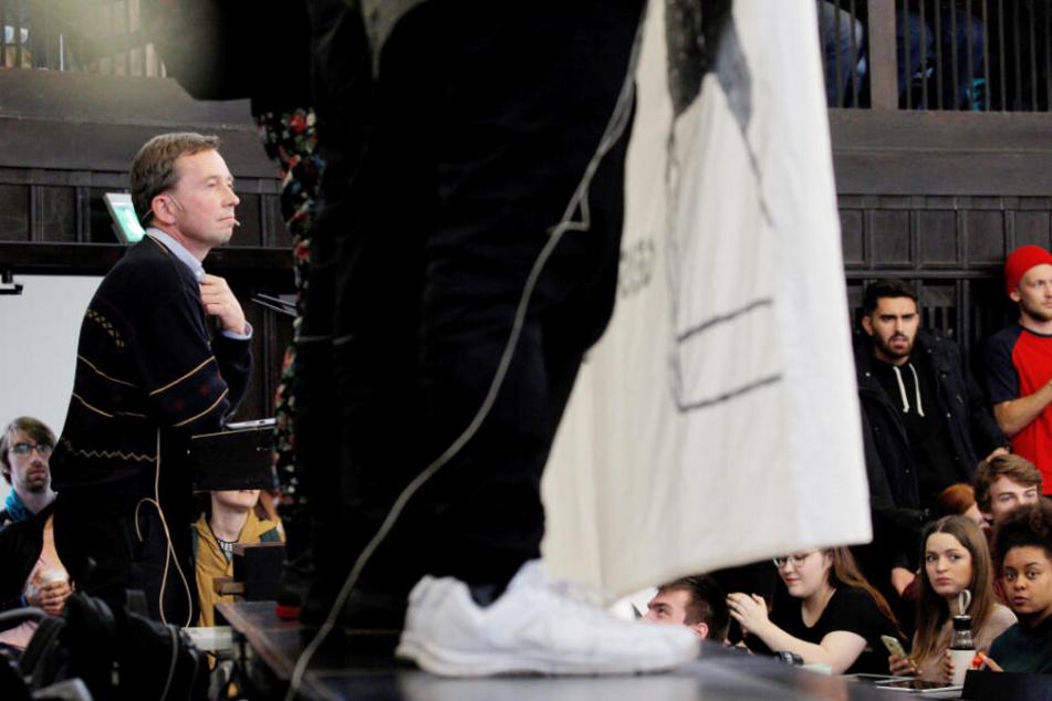 Unzählige Menschen protestierten im Hörsaal gegen Bernd Lucke und verhinderten so seine Vorlesung.