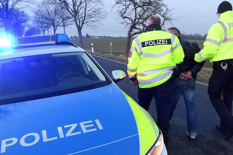 Die Polizei konnte den Mann letztendlich festnehmen. (Symbolbild)