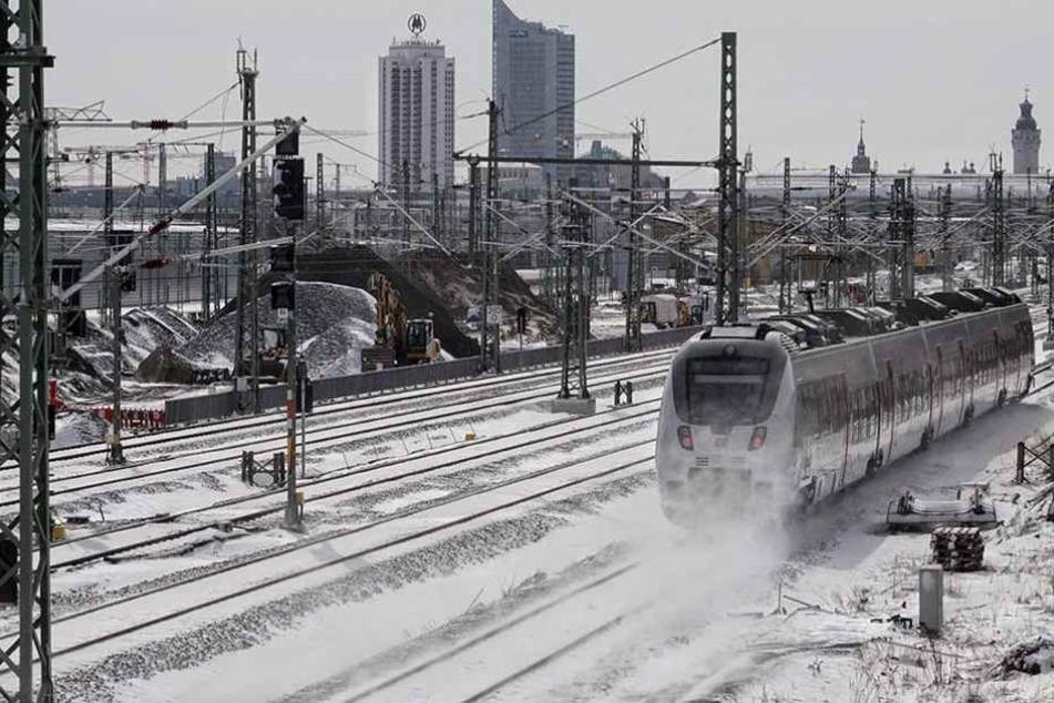 Am Leipziger Hauptbahnhof kam es wegen des plötzlichen Wintereinbruchs zu schweren Störungen im Zugverkehr.