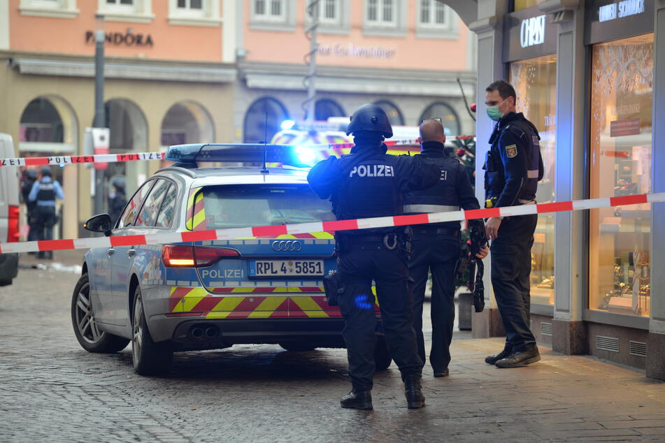 Auto rast in Fußgängerzone in Trier: Zwei Tote, etliche Schwerstverletzte