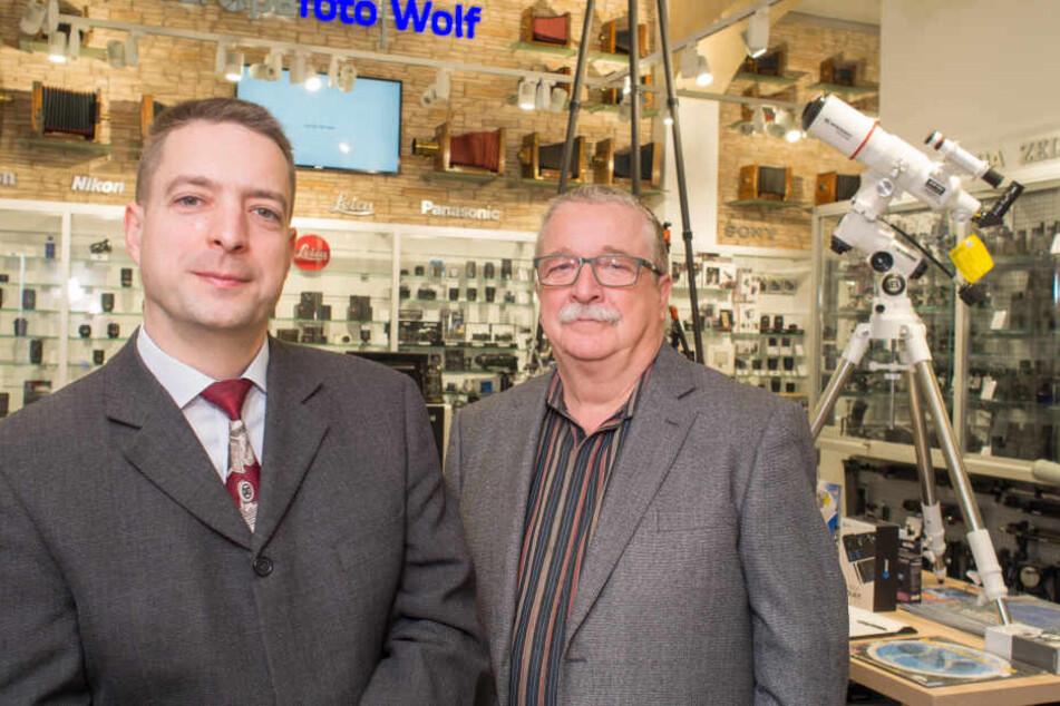 Rico Wolf (42, l.) und sein Vater Steffen (69) feiern den 80. Geburtstag des Familienbetriebs.