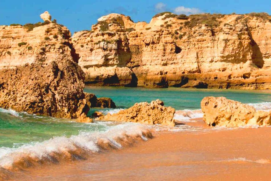 Träumt Ihr auch schon von Stränden wie diesen? Von Dresden geht es ab sofort zweimal wöchentlich in die Algarve nach Faro.