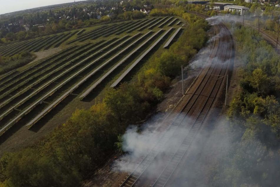 Strecke gesperrt: Bahndammbrand nahe der Messe Allee