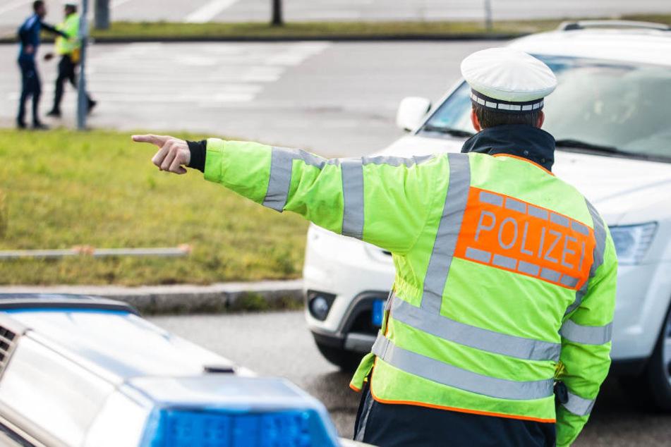 DIe Polizei versucht den Verkehr auf der A20 Stettin-Lübeck an der Abfahrt Anklam abzuleiten. (Symbolbild)