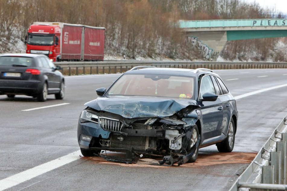Das Auto blieb entgegen der Fahrtrichtung stehen.