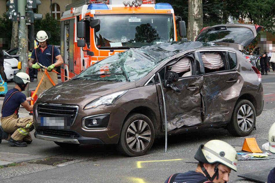 Die Airbags lösten im Fahrzeug aus. Wahrscheinlich konnten sie noch Schlimmeres verhindern.