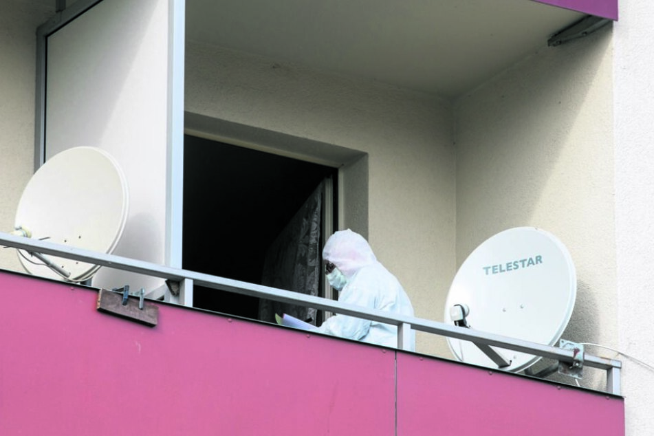 Auch auf dem Balkon des Algeriers sicherte die Kripo Spuren.