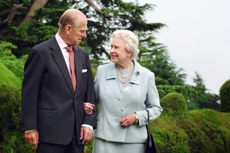 Sie waren immer für einen Spaß zu haben: Königin Elizabeth II. (95) und ihr im April gestorbener Mann Prinz Philip (✝99).