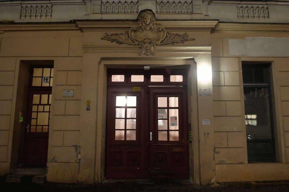 Der Hauseingang zu den Räumen des Moschee-Vereins «Fussilet 33» in der Perleberger Straße in Berlin-Moabit