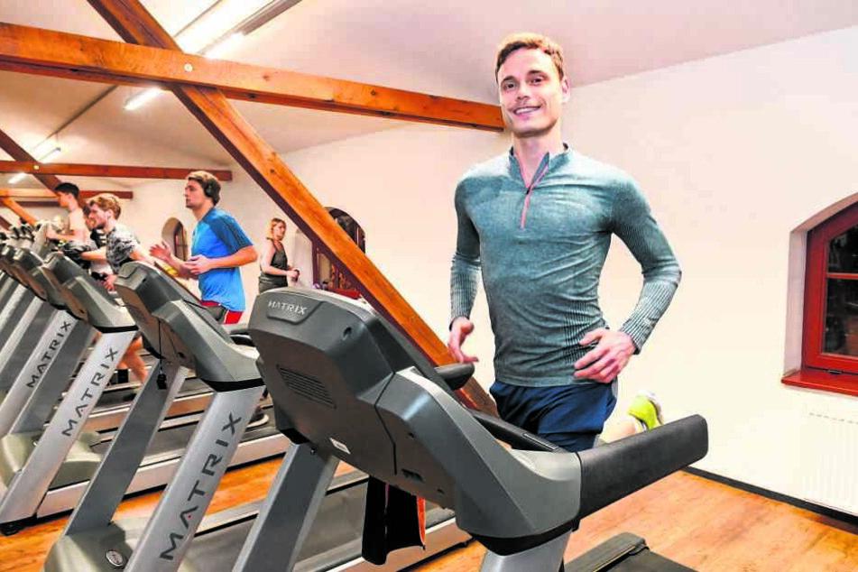 Runter von den Brettern und rauf aufs Laufband! Hannes Sell lässt sich in der spielfreien Zeit zum Fitness-Coach ausbilden.
