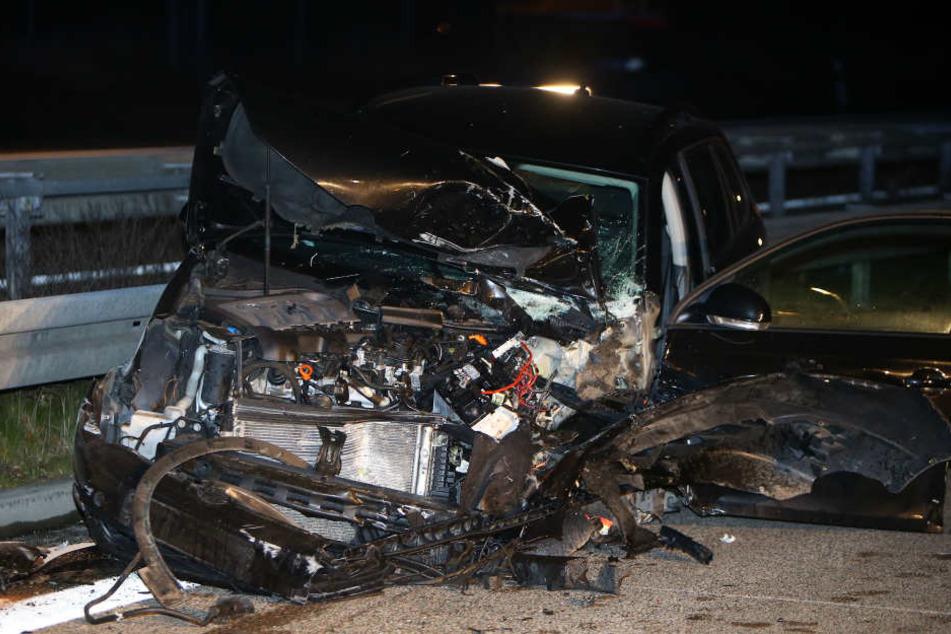 An den Autos entstand teilweise erheblicher Schaden.