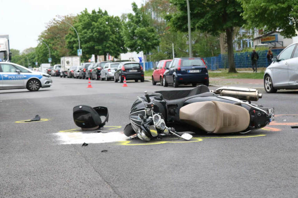 Der Roller-Fahrer musste ins Krankenhaus gebracht werden.