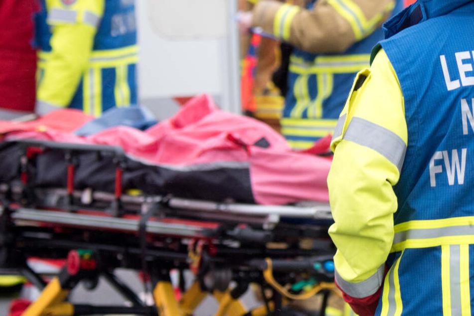 Die Rettungskräfte mussten sich um die Unfallopfer kümmern. (Symbolbild)