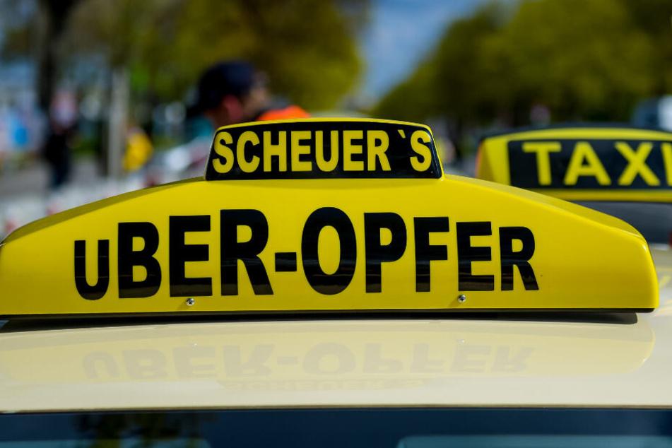 April 2019: Taxi-Fahrer demonstrieren in Hamburg gegen die Liberalisierung des Marktes.