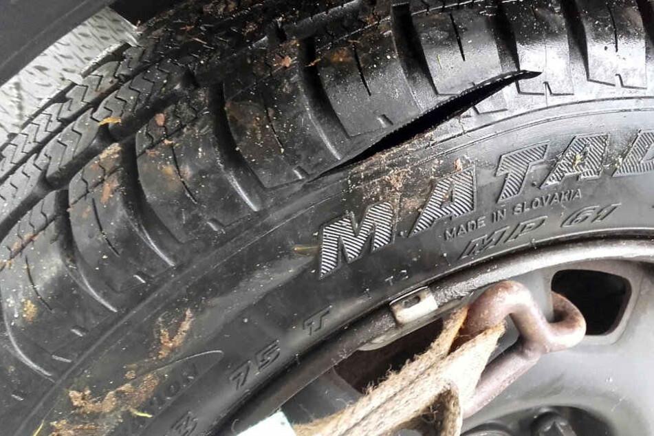 An 15 Fahrzeugen wurden die Reifen zerstochen.