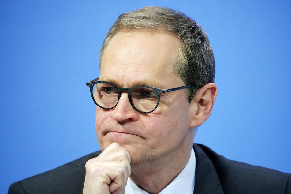 Berlins Regierender Bürgermeister Michael Müller (56, SPD) verurteilt die Ausschreitungen vom 1. Mai.