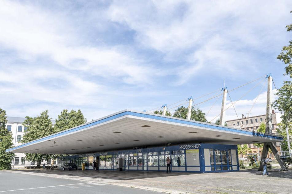 Wie ein schwebendes Ufo: Denkmalschützer aus ganz Deutschland fordern den Erhalt des Pylonendachs.
