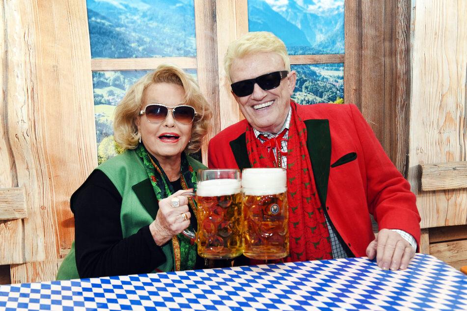 Da war die Welt noch in Ordnung: Der Volkssänger (82) und seine Hannelore (79) im Jahr 2019 bei der Eröffnung des Oktoberfestes in Bad Münstereifel.