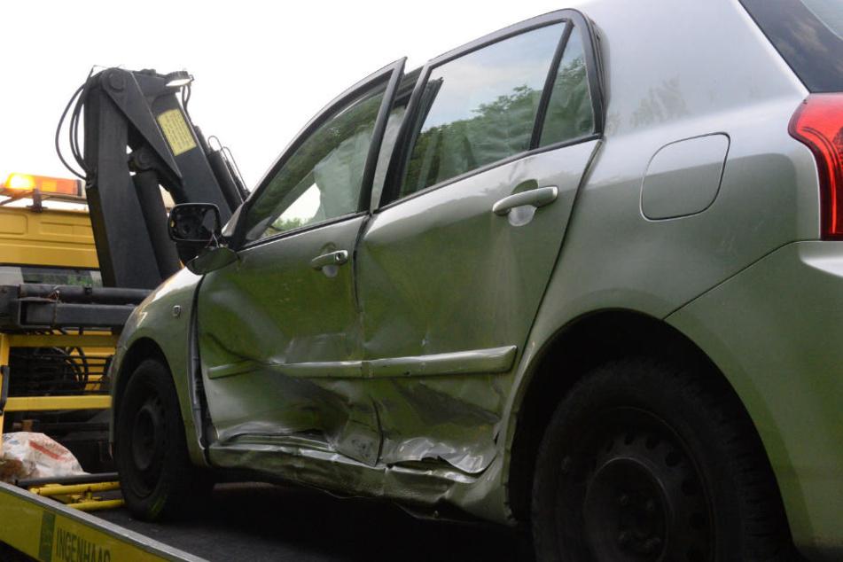 Der Toyota-Fahrer krachte beim Abbiegen in einen Mercedes.