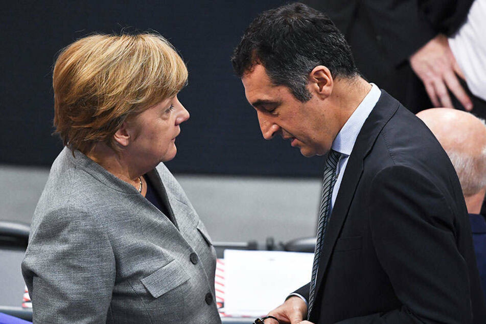 Grünen-Politiker Cem Özdemir (51) bei Sondierungsgesprächen mit Bundeskanzlerin Angela Merkel (63, CDU)