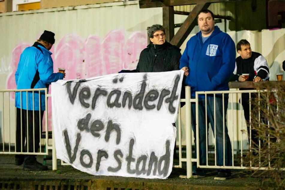 """BFV-Fans fordern wie hier beim Testspiel gegen die U21 des FK Teplice: """"Verändert den Vorstand."""""""
