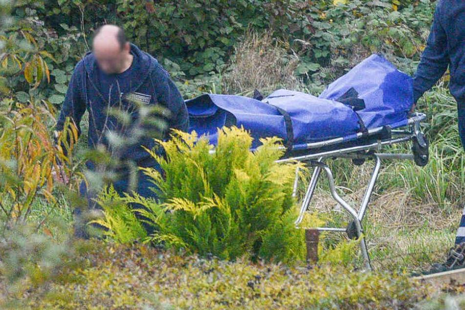 Zeugen entdeckte den Leichnam im Wasser treibend (Symbolfoto).