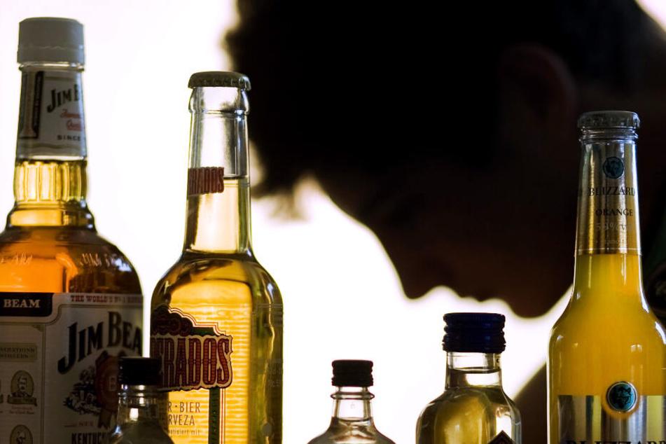 Der Tatverdächtige und sein Onkel sollen zusammen Alkohol getrunken haben. (Symbolbild)