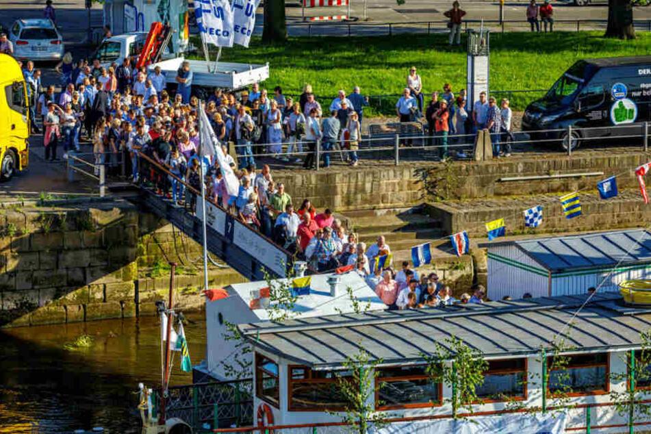 Tausende Besucher waren am Donnerstagabend auf der Elbe unterwegs. Noch mehr schauten vom Ufer zu.