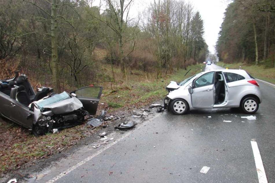 An beiden Autos entstanden Totalschäden.
