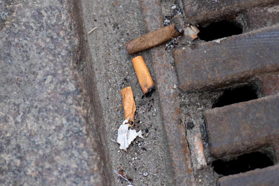Zigarettenstummel wurden einfach auf die Straße geworfen.
