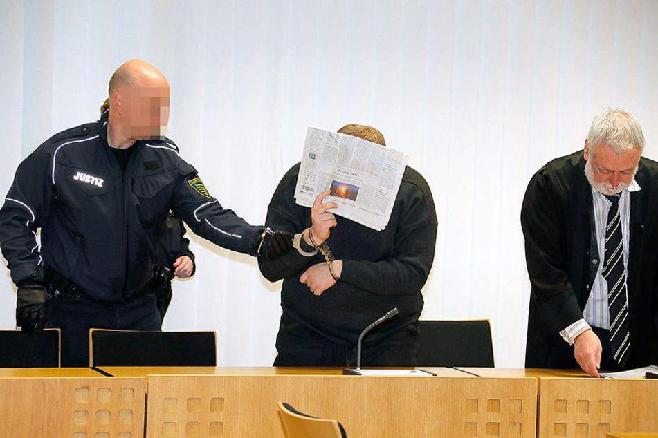 Alexander G. (24) muss sich seit Donnerstag als Feuerteufel vor Gericht verantworten.