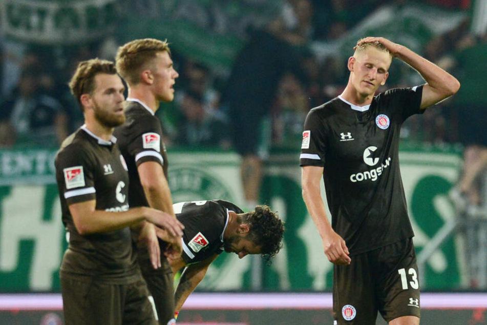 Lauter enttäuschte Gesichter beim FC St. Pauli nach der Niederlage gegen Fürth.