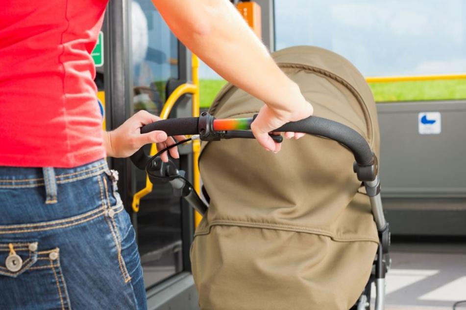 Bus muss wegen Radfahrer voll bremsen: Säugling verletzt