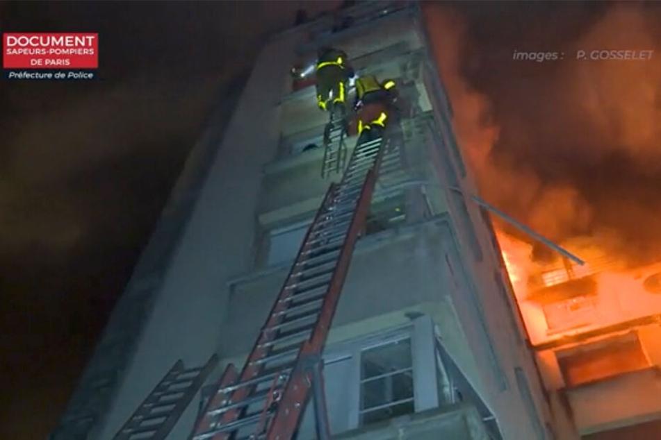 Das Feuer war in einem der oberen Stockwerke des Wohnhauses ausgebrochen.