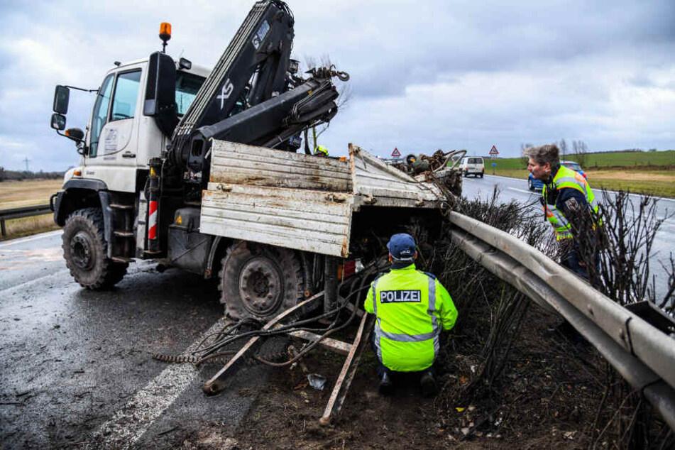 Auf der A10 ist am Montagmorgen ein Laster umgekippt.